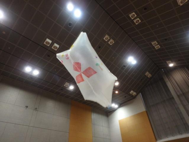 髙く舞い上がるスリーダイヤ熱気球.jpg